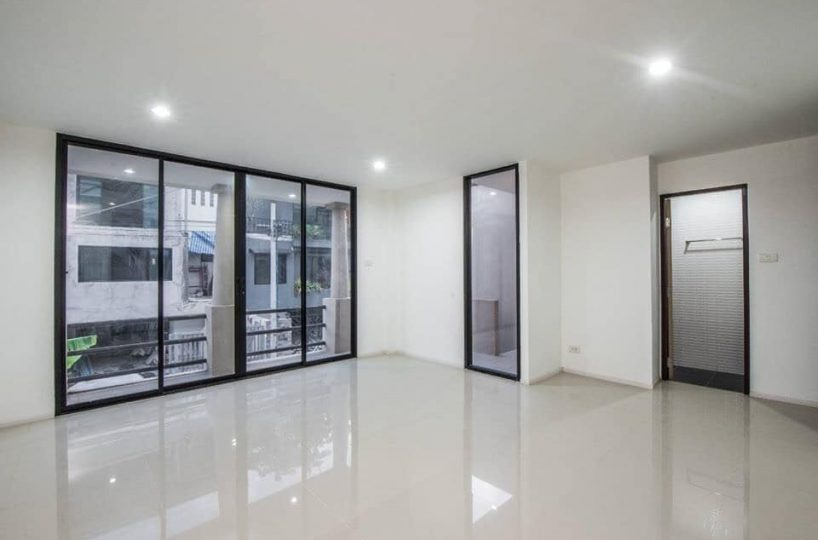 H26 Townhouse Ladprao 17 - 4 bed 4 bath