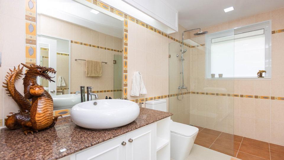 Master Bathroom - One-Story Pool Villa Rawai 4 beds 4 baths