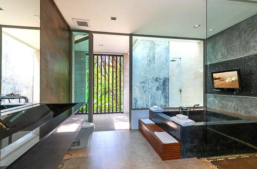 Stylish Luxury Bathroom - Villa Dao Tiem