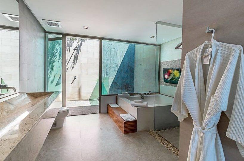 Bathroom 2 Overview - Villa Dao Tiem